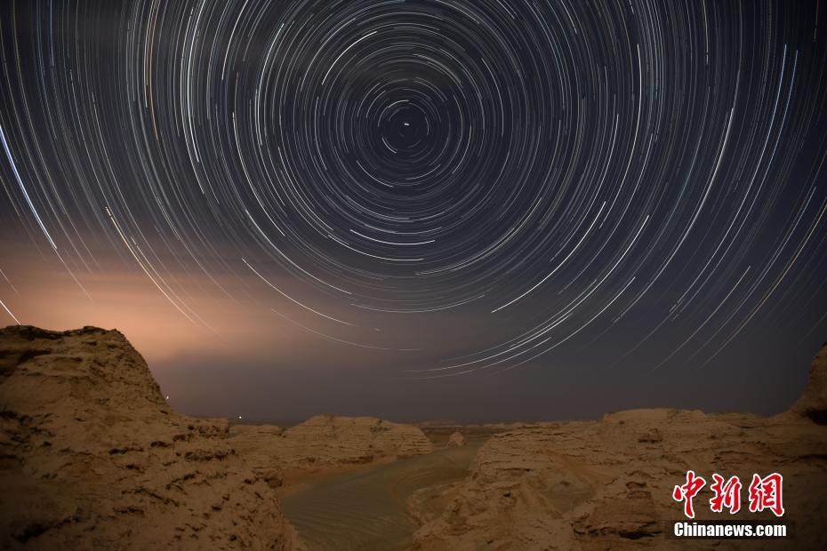 星空下羅布泊雅丹峽谷