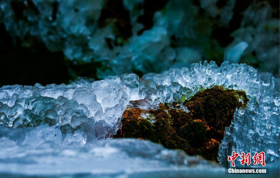 河南云台山现冰晶奇观 美轮美奂