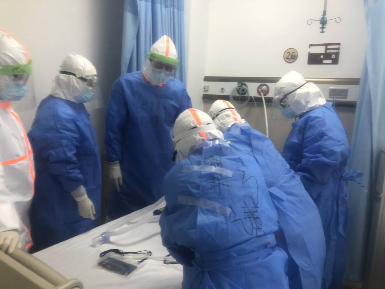 江門第三批醫療隊4名護士今早進駐病區 6個小時沒吃沒喝