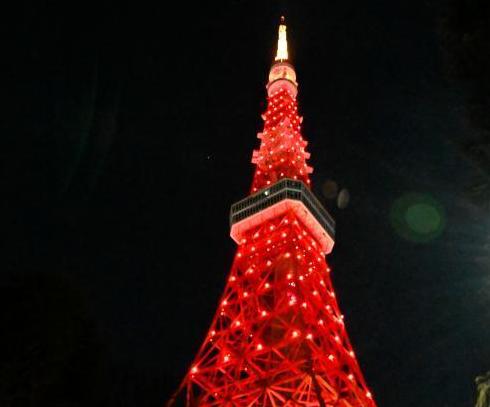 东京塔点亮中国红