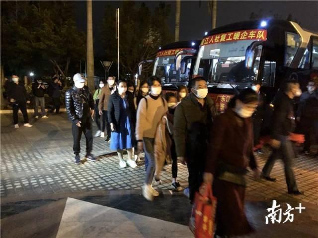 386名员工乘坐专车回江门返岗