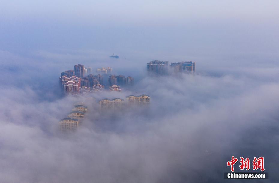 江西都昌现大雾天气