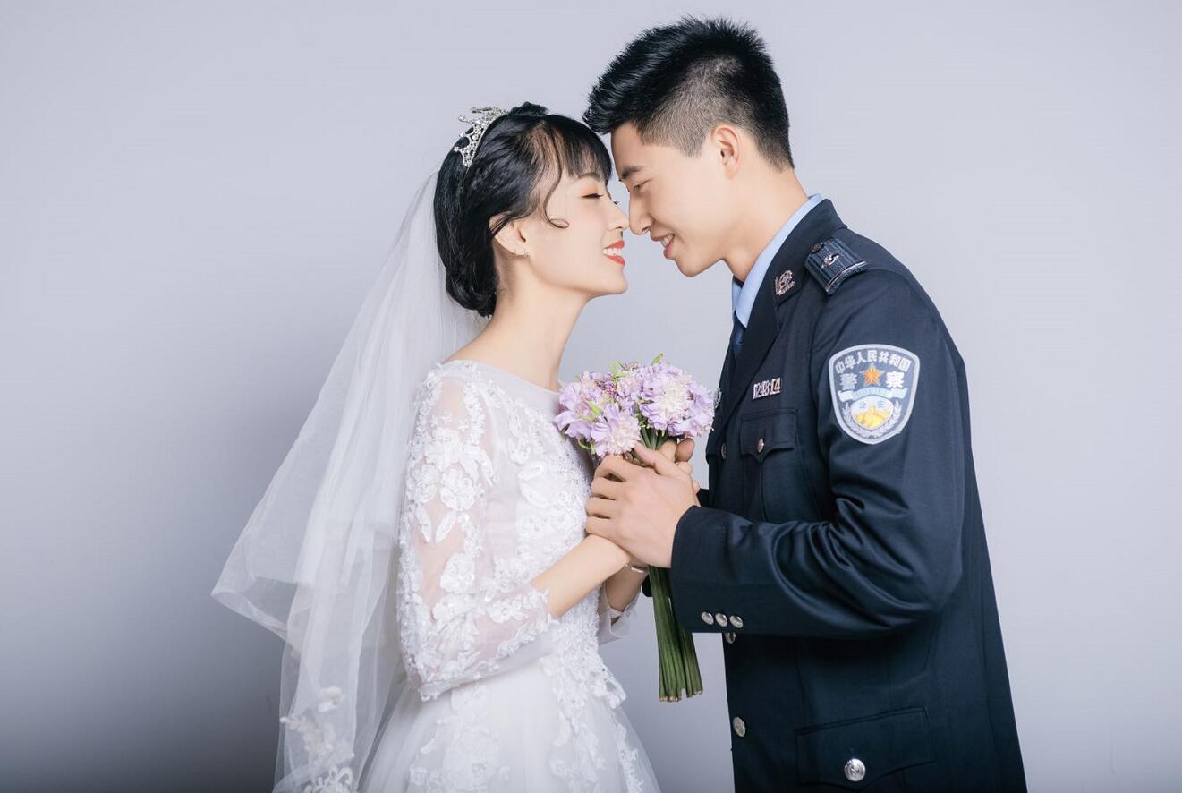 广东多对警医夫妻档同赴抗疫战场 抗疫一线是夫妻更是战友
