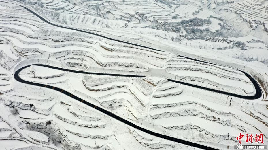 黄土高原雪景如画