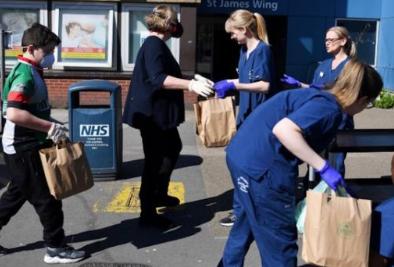英国首相致信6600万人要求待在家 寄信将花费580万英镑