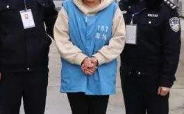 女子不配合小区防疫辱骂民警被行拘