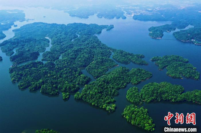 航拍江西仙女湖春景