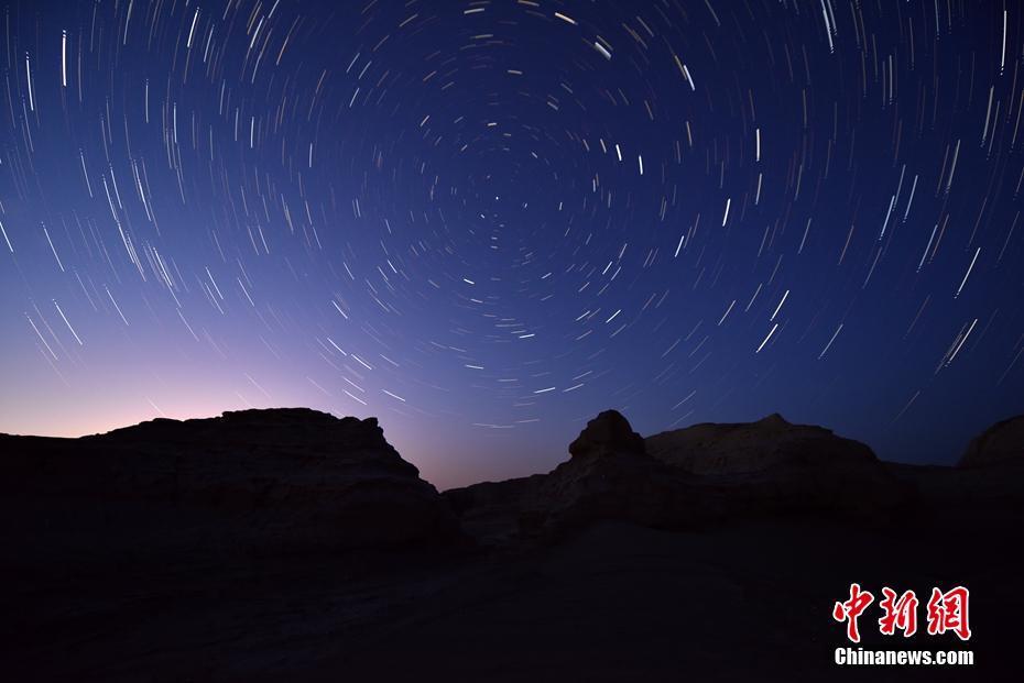 新疆罗布泊现璀璨星河