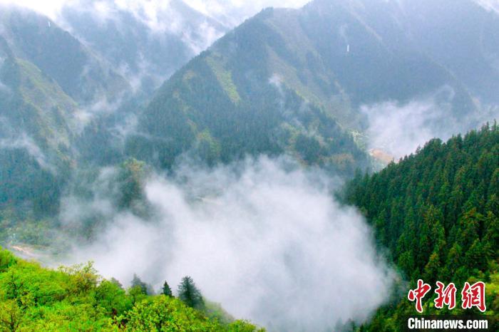 陇右名山雾绕烟波浩渺