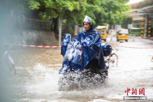 中央气象台发暴雨蓝色预警 江南华南西南等地有强降水
