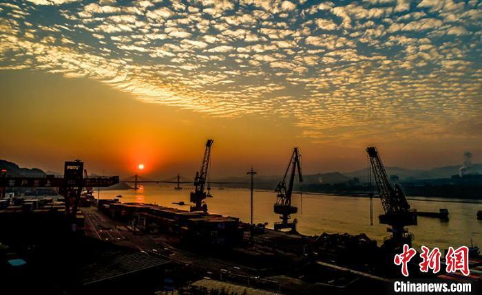 广西梧州:西江黄金水道如诗如画