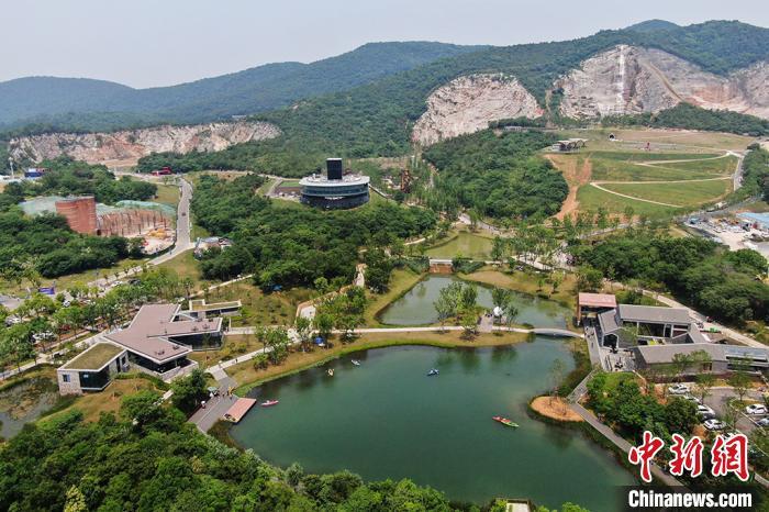 南京矿坑公园夏日风景