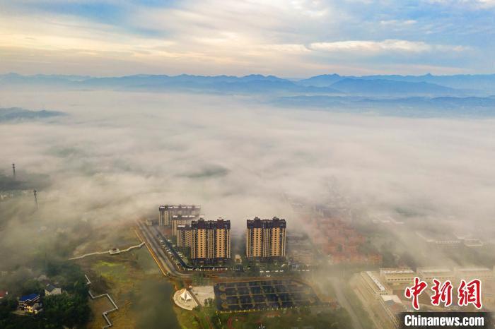 湖北宜都平流雾景观