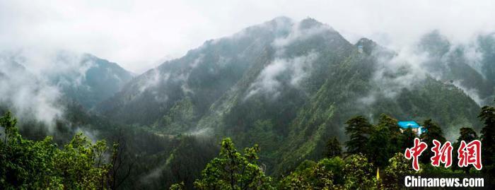 兴隆山雨后云雾缭绕
