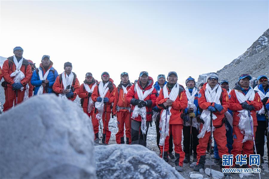登顶测量阶段圆满结束 全体队员安全下撤到珠峰大本营