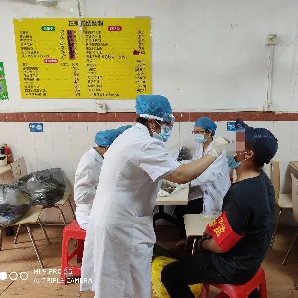 蓬江开展农贸市场人员核酸检测采样