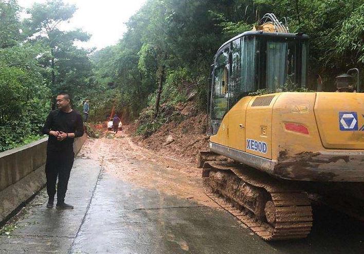 湖南张家界山体滑坡致44名游客被困