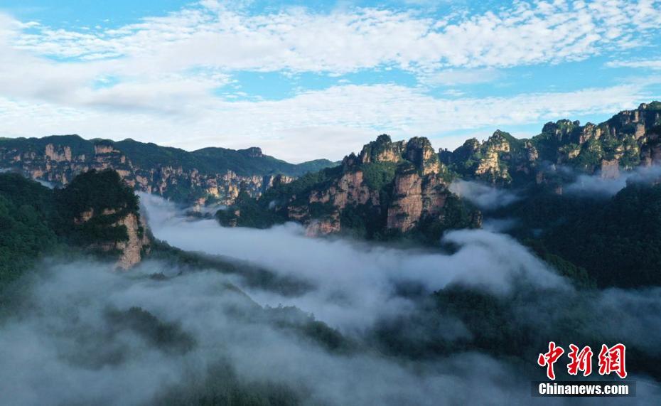 雨过天晴的张家界武陵源:峰起云间美如画
