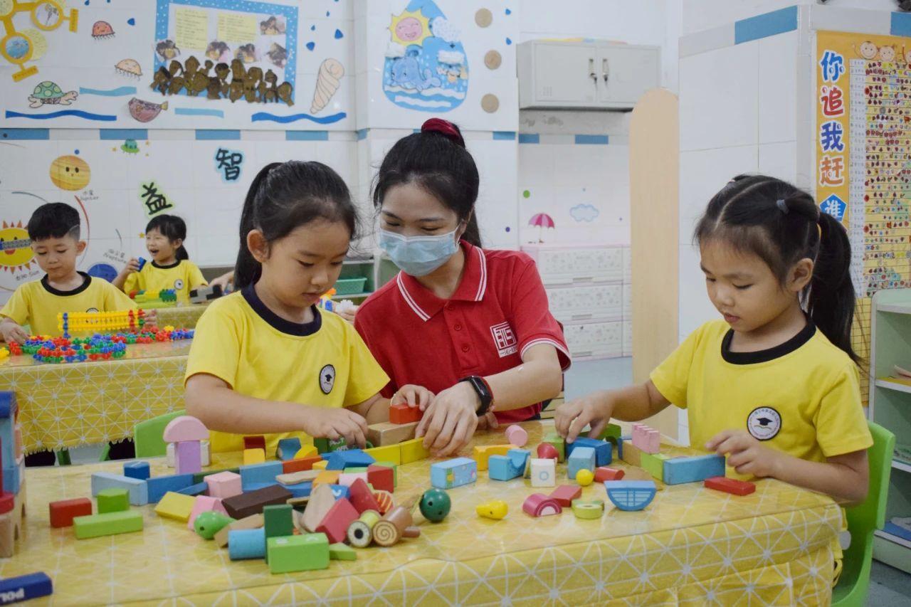 开平市领导梁健芬调研幼儿园开学首日返园情况
