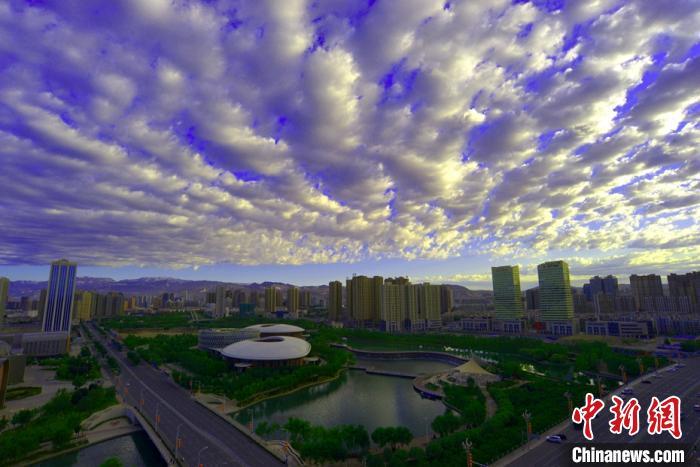 库尔勒市彩云映照城市