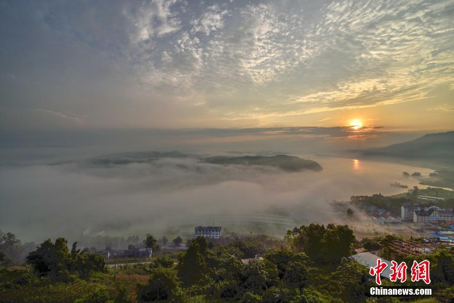 平流雾笼罩长江