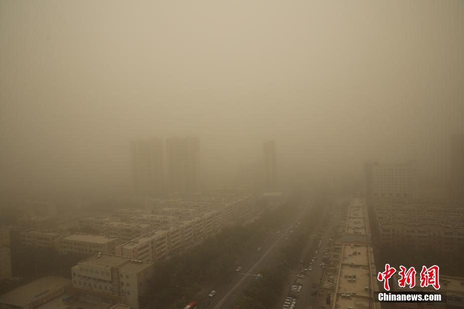 库尔勒市遭受沙尘暴