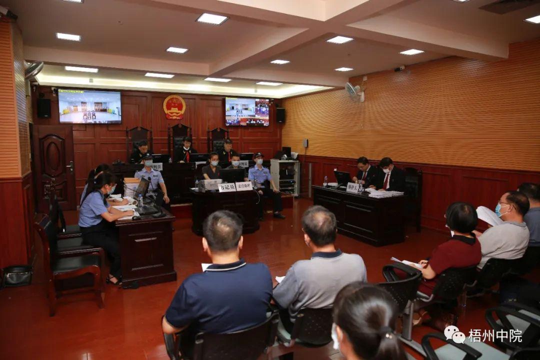广西小学师生41人被砍伤 李小文被控故意杀人罪今日出庭