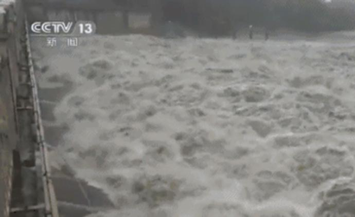 长江1号洪水平稳通过