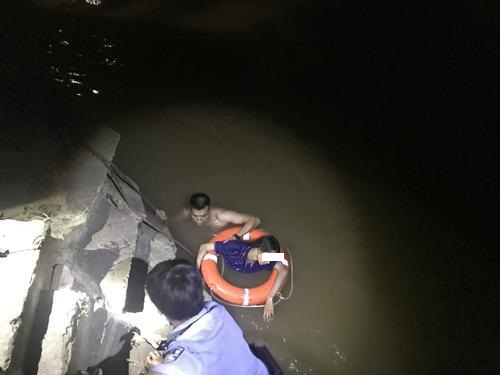 江门110联动多警种成功救援轻生坠河女子