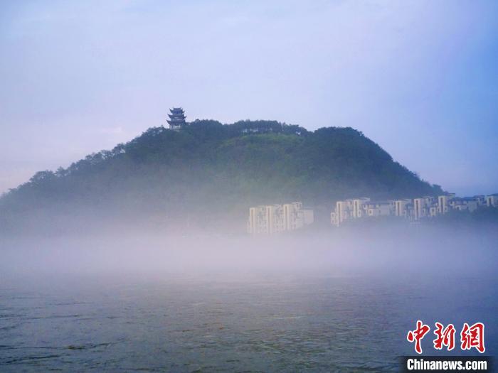 雨后新安江薄雾轻罩
