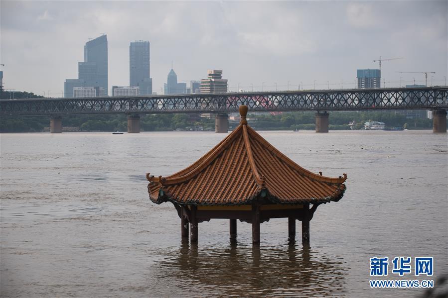长江中下游控制站陆续突破警戒水位