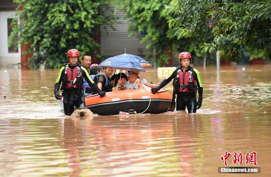四川眉山遭遇暴雨洪灾袭击 民房农田被淹