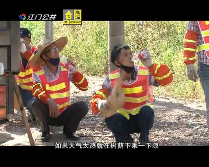 公路养护工人用汗水守护群众出行安全