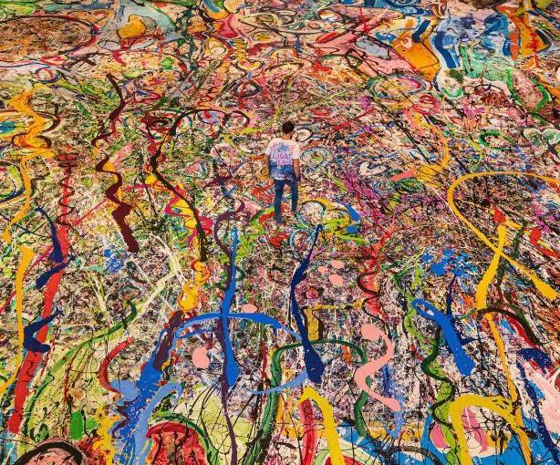 艺术家绘制世界最大油画