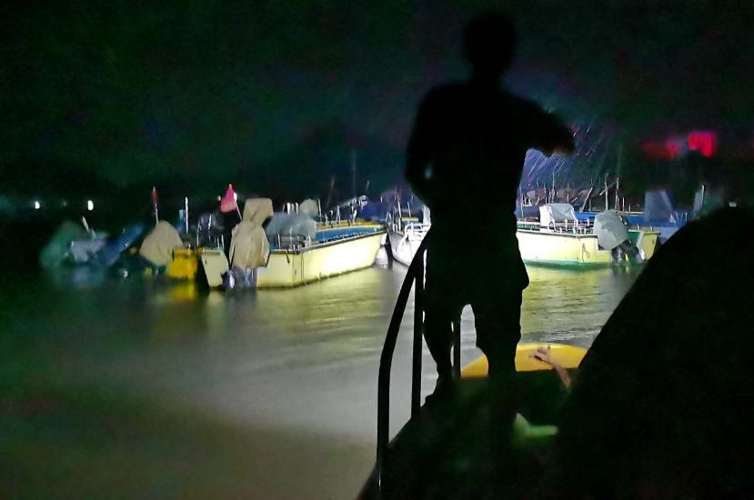 海钓船出海遇险 江门消防志愿服务队深夜救人