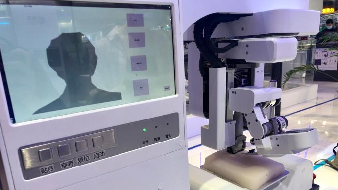 工博会丨穿刺疼痛感大大降低的采血机器人来了,你敢尝试吗?