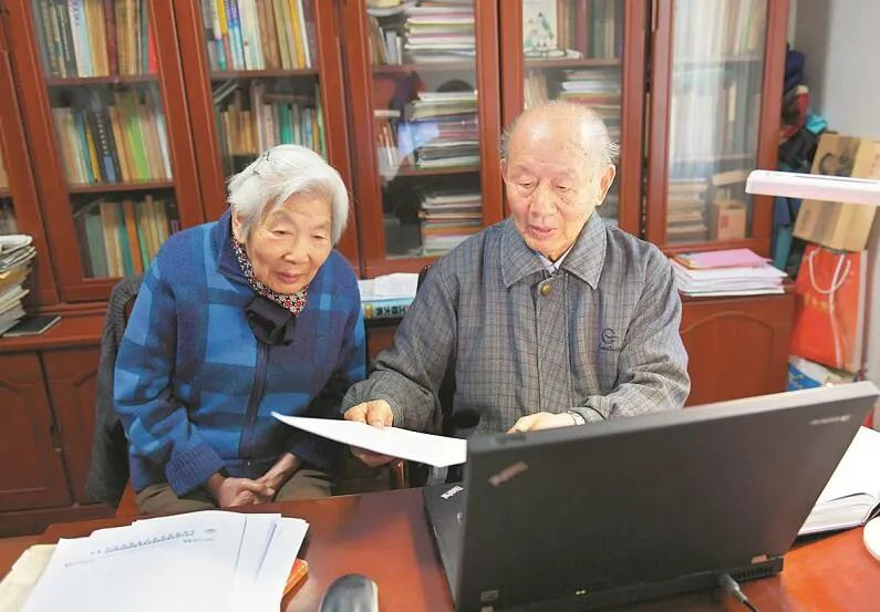 他95岁,她93岁,教授夫妻捐1000万:毕生节俭只为一次奢侈