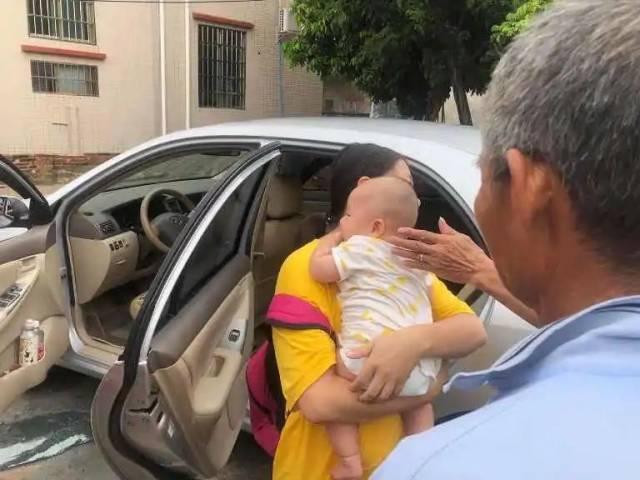 惊险!鹤山一婴儿被锁车内,110快速处置保平安