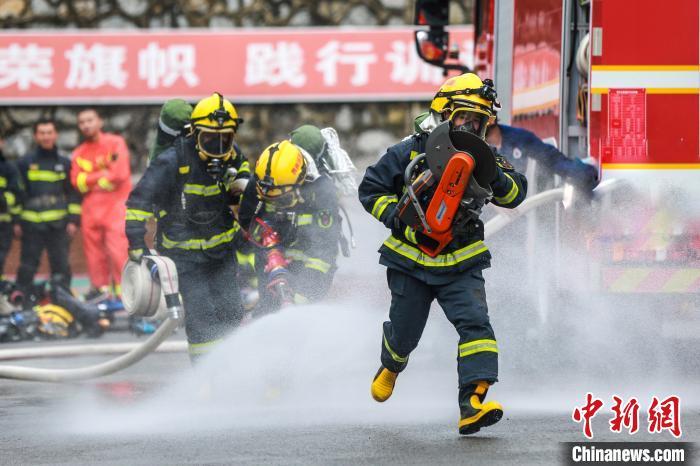 比武场上的贵州消防员:披荆斩棘 乘风破浪