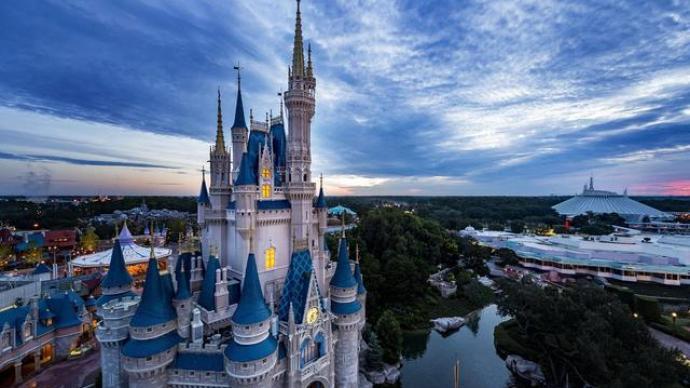 外媒:三个月亏损47.2亿美元,迪士尼将裁员2.8万人