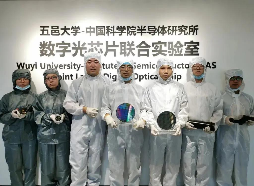邑大参与研发我国首颗数字光场芯片